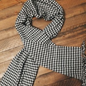 100% Cashmere Houndstooth Scarf